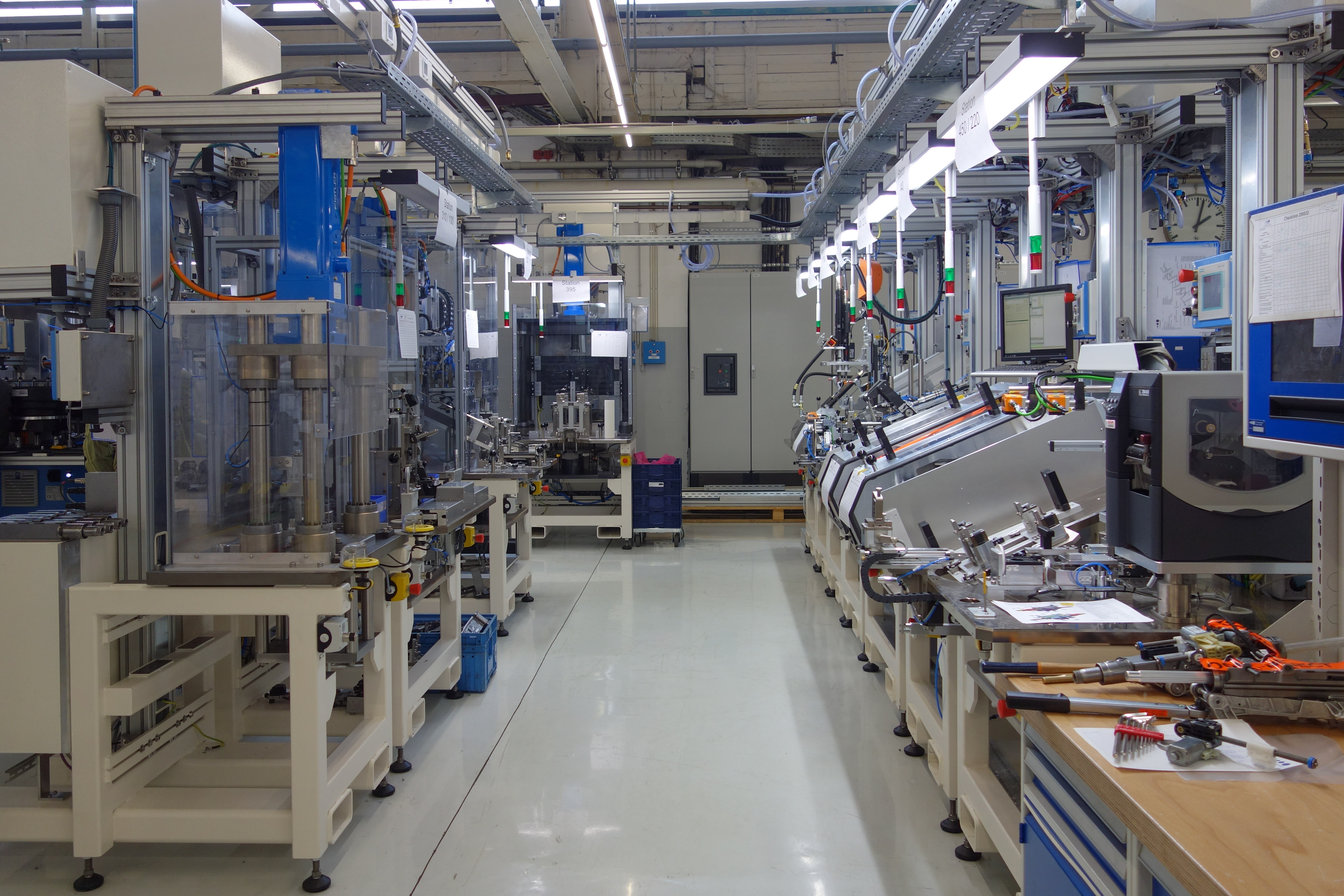 Automated Assembly Line : Lean production systems automation uhr